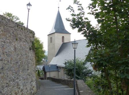 Die Evangelische Stadtkirche von der Schlosstreppe aus