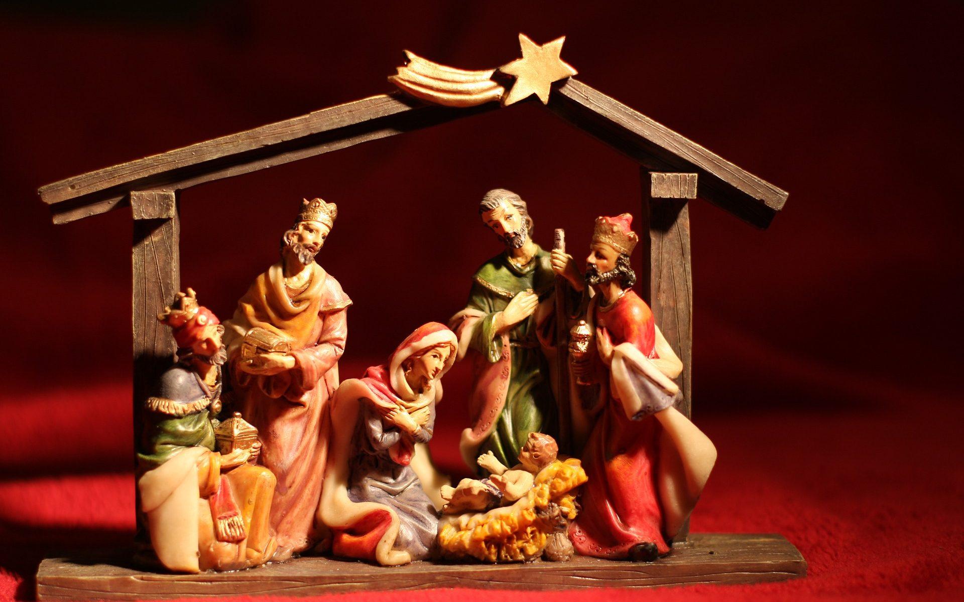 Das Bild zeigt die heilige Familie und die heiligen drei Könige in der Krippe