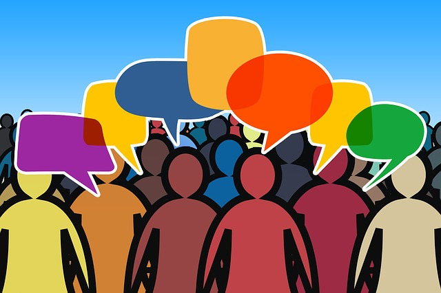 Stilisierte Menschen mit Sprechblasen; Quelle: Pixabay