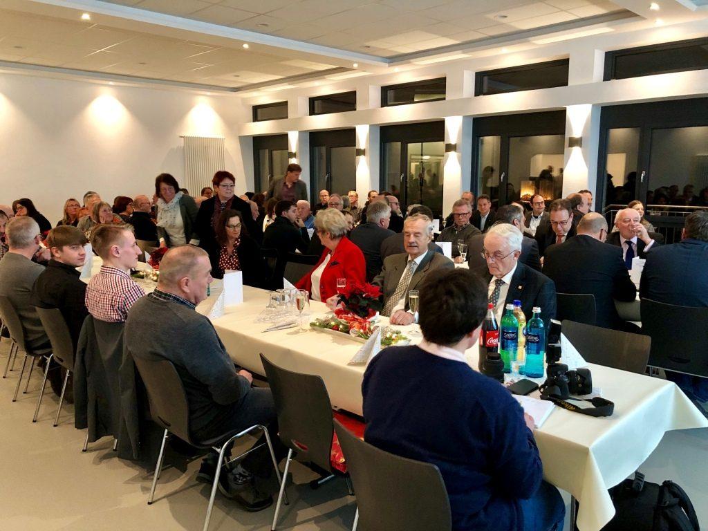Über 100 Gäste, die am Bau beteiligt oder diesen unterstützt haben, nahmen an der Einweihungsfeier teil