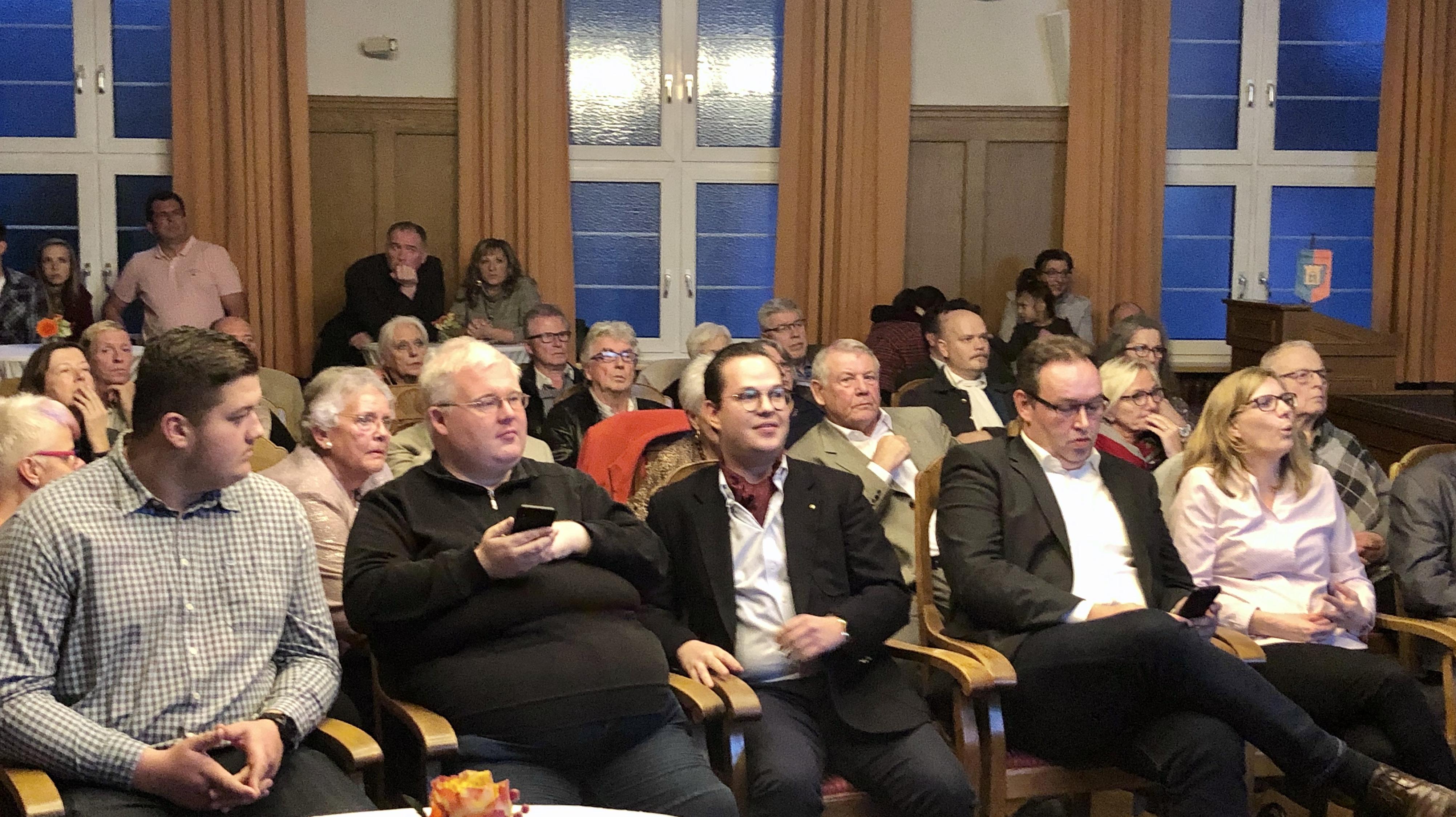 Gäste im Sitzungssaal