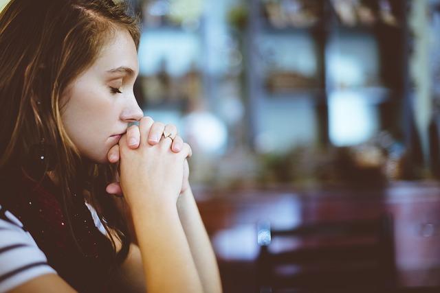 Eine betende Frau