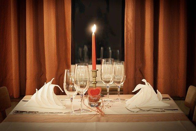Ein romantisch gedeckter Tisch Quelle: Pixabay