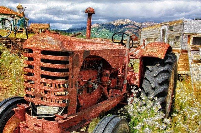 Ein alter Traktor; Bild von Thomas McSparron auf Pixabay