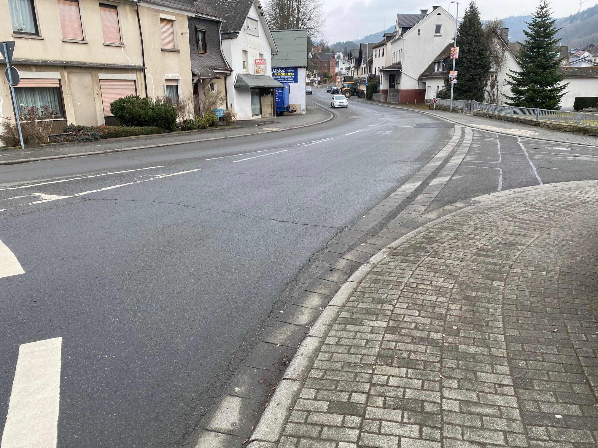 Das Bild zeigt einen Blick in die Marburger Straße, Ortsmitte Oberscheld, Foto: Oranienstadt Dillenburg